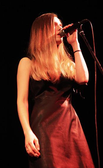 Sara-cantando-LVÚ
