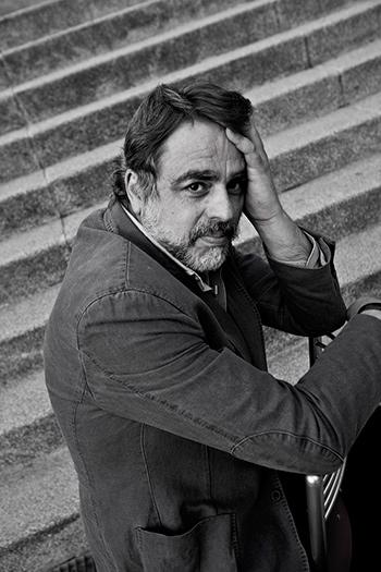 """Javier Sánchez Menéndez, autor de """"Mediodía en Kesington Park"""". Foto: José del Río Mons."""