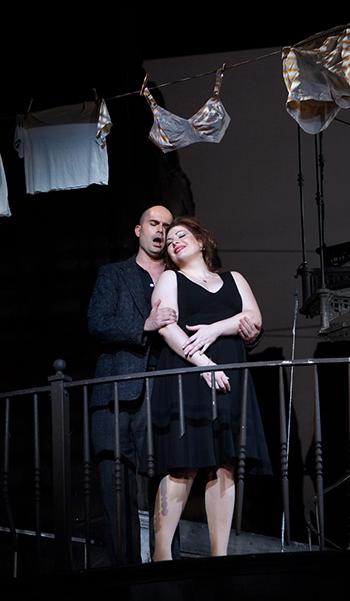 Gianni-Schicchi-Teatro-Real-Woody-Allen-Javier-del-Real-escena-enamorados