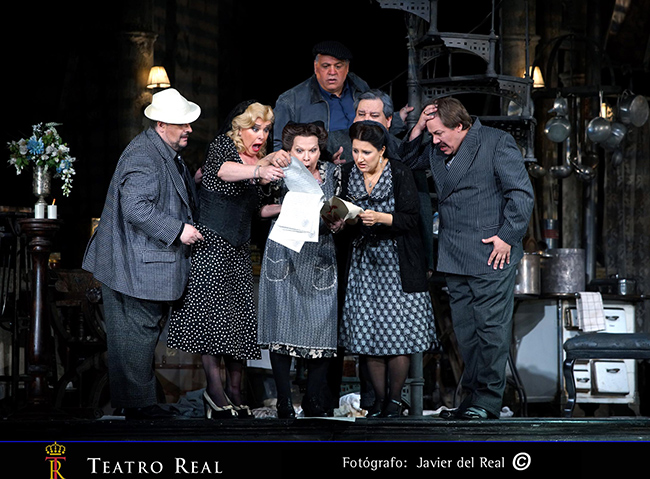 Gianni-Schicchi-Teatro-Real-Woody-Allen-Javier-del-Real-escena