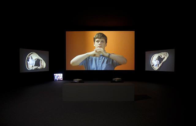"""Chto Delat. """"Los excluídos. En un momento de peligro"""", 2014. Videoinstalación."""